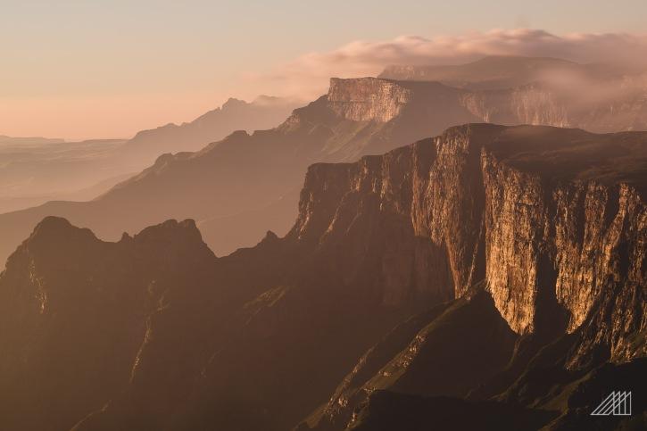 champagne castle sunrise drakensberg south africa photography roaming ralph