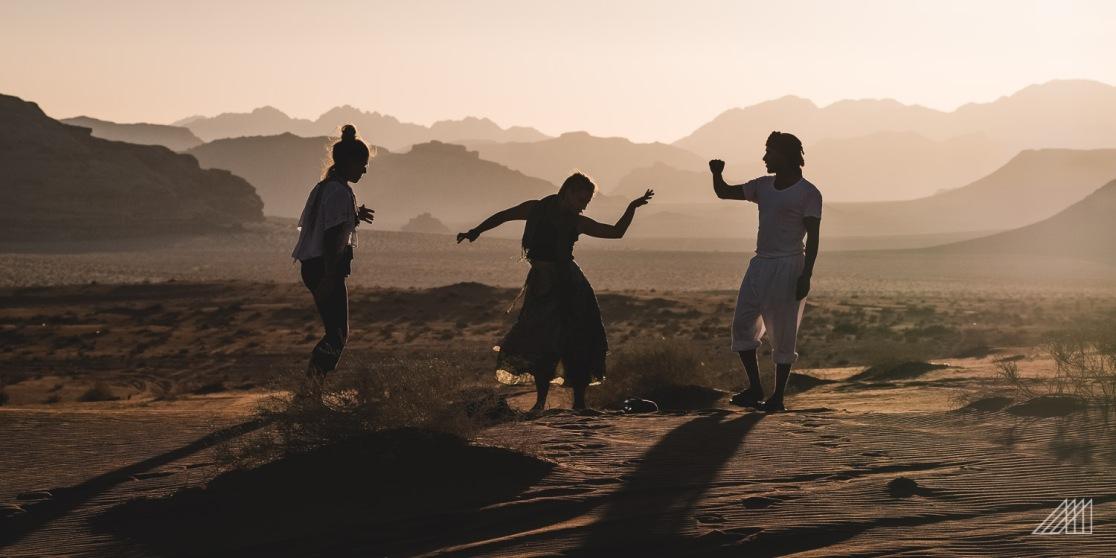 dancing in the desert of the wadi rum with bedouins jordan photography roaming ralph