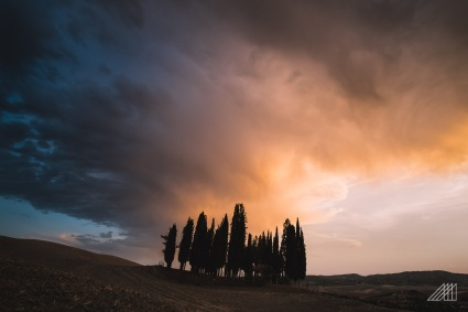 sunset in val d'orcia tuscany italy photography roaming ralph